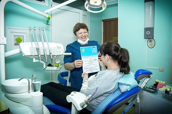 пациент Дарья после стоматологической процедуры